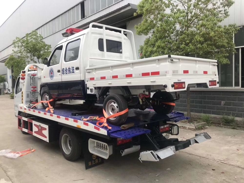 Hydraulic Middle Duty Road Wrecker Truck / Small 4*2 Flatbed Tow Truck